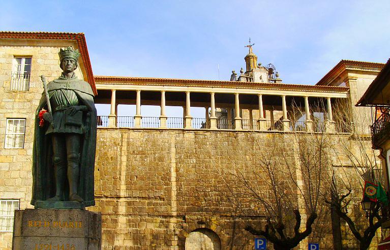 Le traité des équitations du Roi Dom Duarte (1434), 1er traité européen post-antique enfin traduit en français